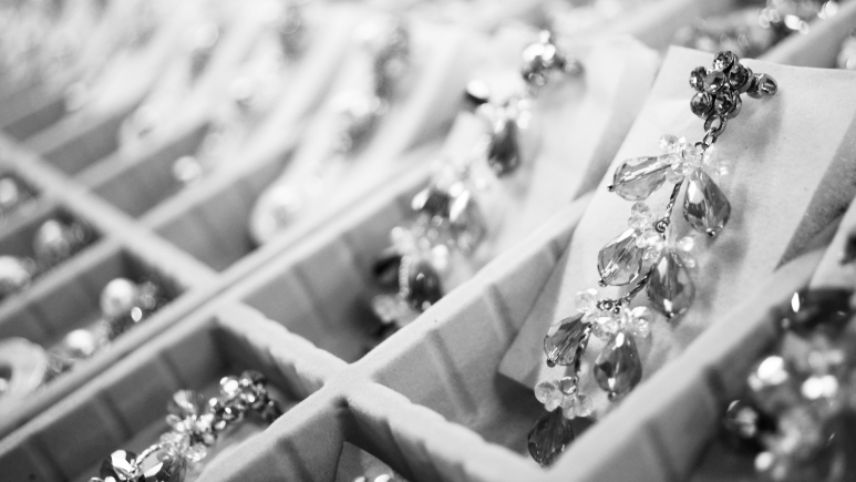 JEWELRY ETIQUETTE AND BRANDS